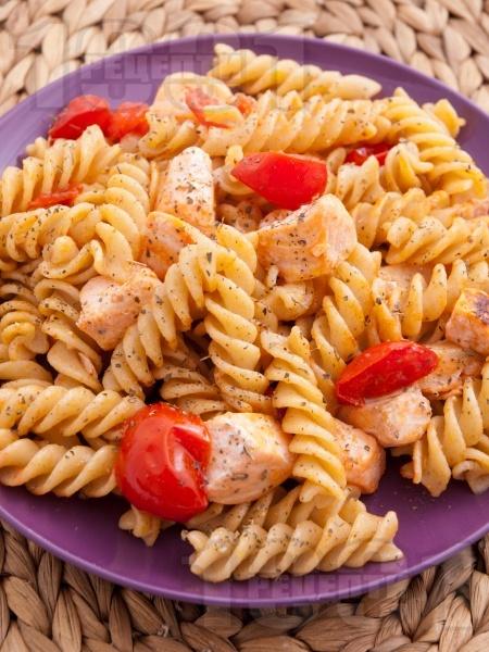 Паста със сьомга и чери домати - снимка на рецептата